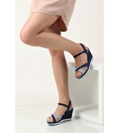 kobieta z butami Marco Tozzi