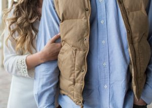 Kamizelki męskie – jak nosić?